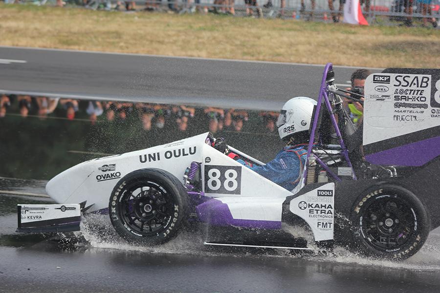 Formula Studen Oulun kilpa-auto